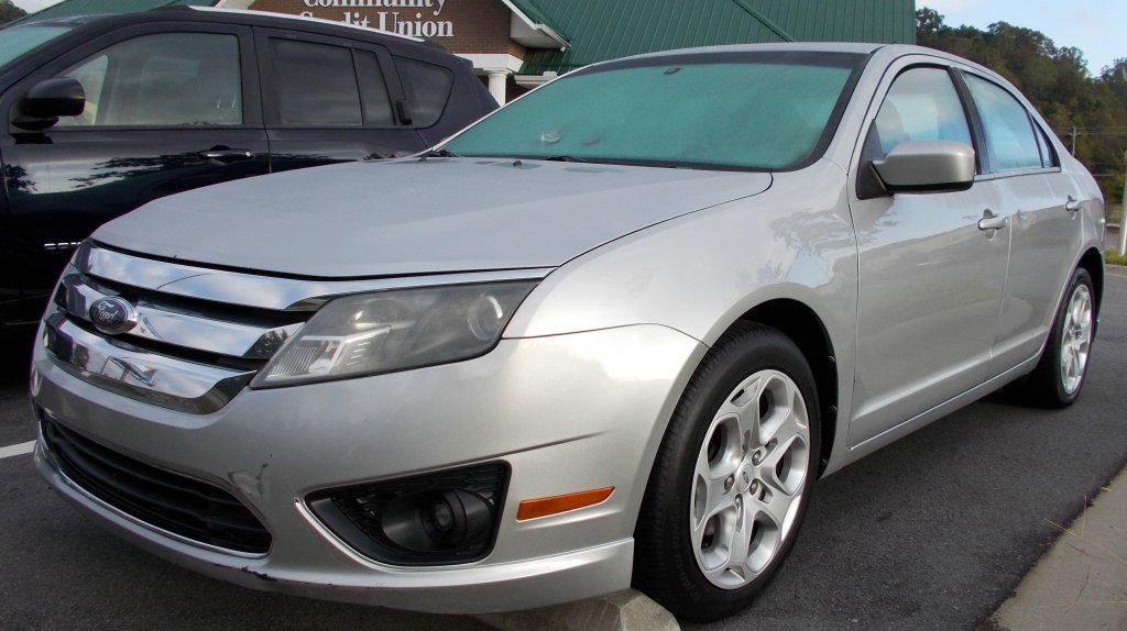 2010 FORD FUSION 4DR SE