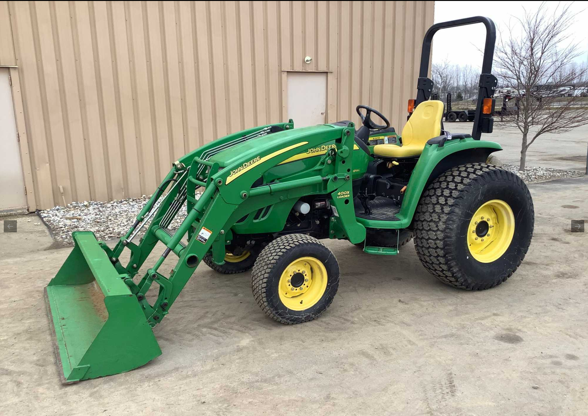 John Deere 4720 Compact Utility Tractor with John Deere 400X Loader Attachment
