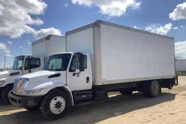 2005 International 4300 24' Box Truck