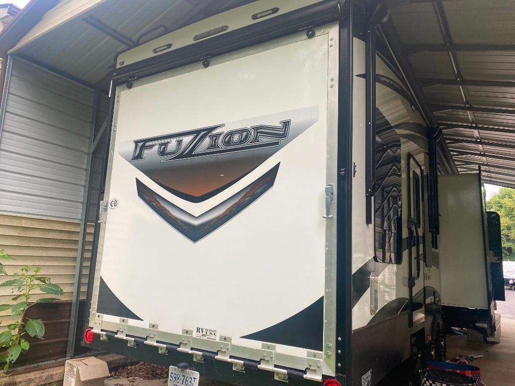 2012 Keystone RV Fuzion / Impact Trailer