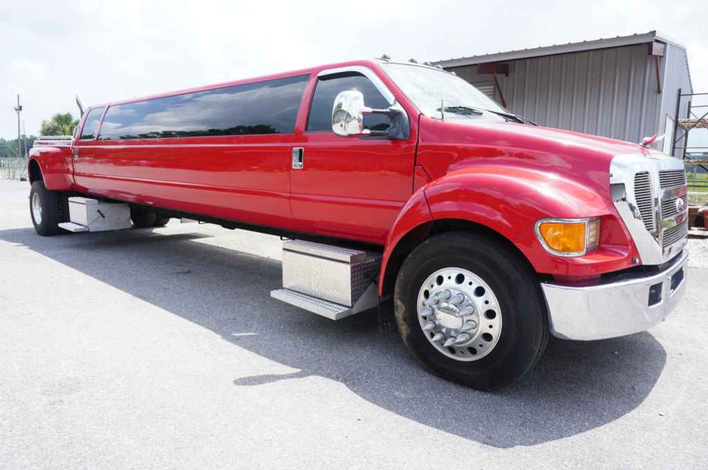 2006 Ford F-650 Limo